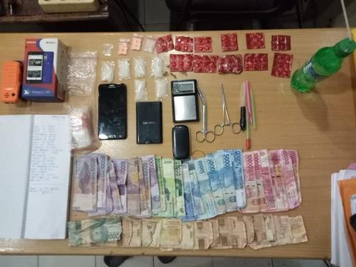 Tiga Pria dan Satu Wanita Diamankan Polisi Dalam Rumah Kontrakan di Duri Saat Pesta Sabu