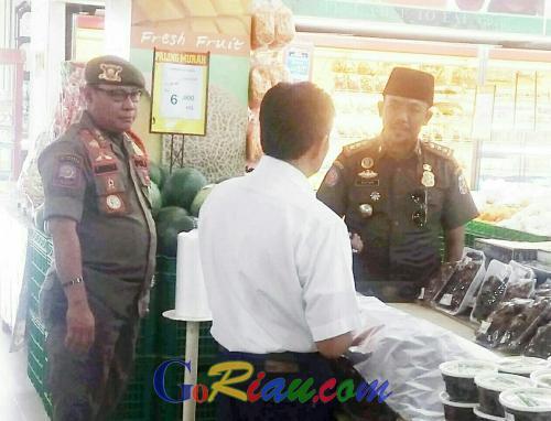Tim Gabungan Satpol PP Pelalawan Razia Mini Market dan Swalayan, Temukan Produk Makanan Kadaluarsa