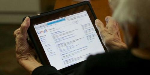 Cucu Ngakak Saat Lihat Kata Pencarian Google di Laptop Sang Nenek, Ternyata Ini Penyebabnya