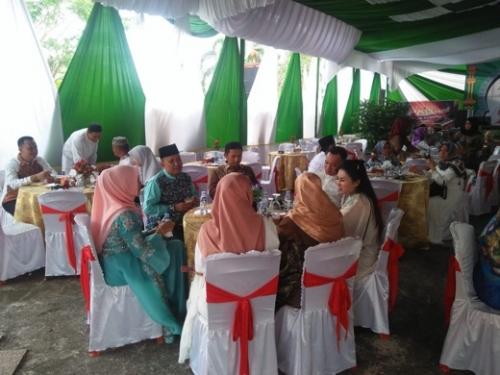 Hari Pertama Idul Fitri, Kediaman Dinas Ketua DPRD Inhil Dipadati Para Tamu