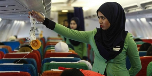 Kenapa Para Pramugari Terlihat Cantik Selama Penerbangan, Ternyata Ini Lho Rahasianya