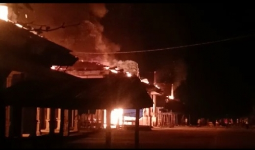 Kebakaran Hebat Landa Sungai Salak Inhil, Puluhan Kios Pedagang Ludes Terbakar
