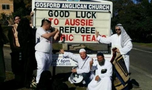 Kenakan Pakaian Muslim, Kelompok Anti-Islam Australia Bikin Onar di Gereja Saat Pendeta Berkotbah