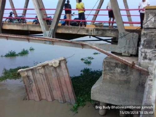 Pangkal Jembatan Jumrah Rohil Ambruk