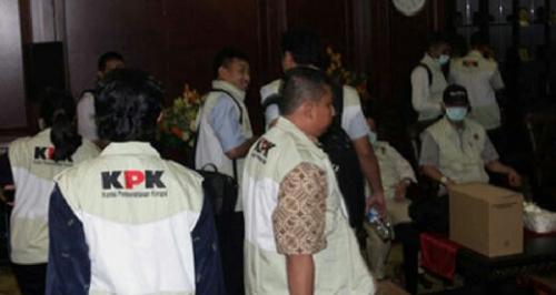 Tertangkap Tangan, 2 Pejabat Daerah Dibawa KPK ke Jakarta