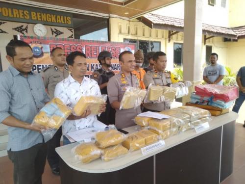 Polres Bengkalis Amankan 27,1 Kg Sabu dan Belasan Ribu Ekstasi dari Supir Travel