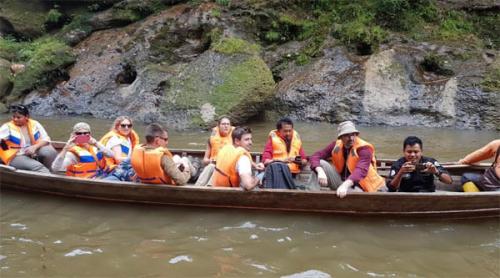 Bule Swiss Bersama WWF Indonesia Kunjungi Lokasi Pariwisata di Desa Tanjung Kampar