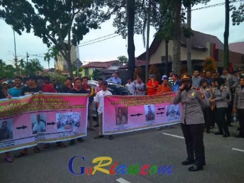 Datangi Ditreskrimsus Polda Riau, Ratusan Massa Desak Penuntasan Kasus Rasuah di Pemko Pekanbaru