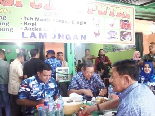 Makan Nasi Uduk di Pasar Minggu, SBY Buat Bangga Masyarakat Tapung Kampar
