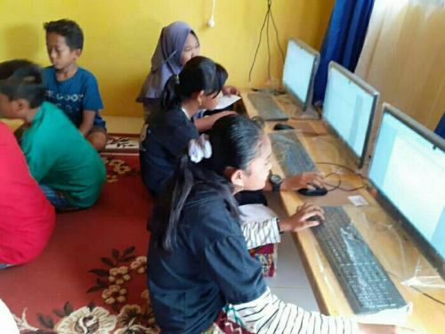 Desa di Pelalawan Ini Manfaatkan Perpusdes untuk Pelatihan Komputer Warga