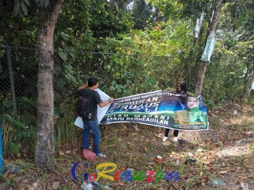 Masih Bertebaran di Pekanbaru, Puluhan Alat Peraga Kampanye Ilegal Paslon Pilgub Riau Ditertibkan Panwaslu
