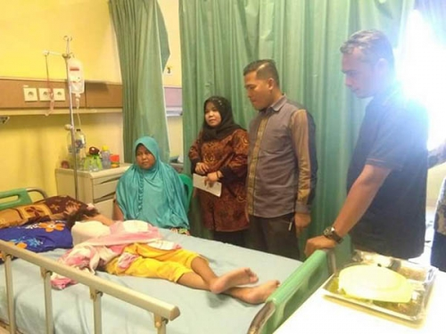 PWI dan P2TP2A Kampar Bantu Pasien Miskin Lasmini yang Terbaring di RSUD Bangkinang