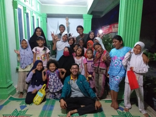 Komunitas Anak Ceria Beri Kesempatan Anak - anak Putus Sekolah Tetap Mengecap Ilmu