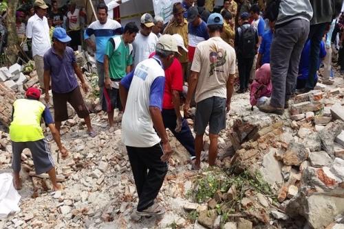 Belasan Bocah Ditimpa Tembok Saat Latihan Menari di Cirebon, 7 Tewas dan 4 Luka Berat