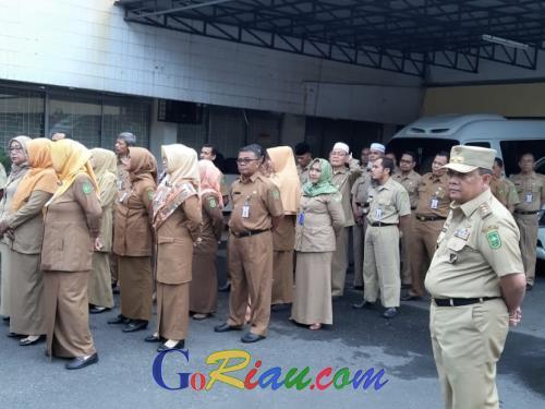 Sidak Dinas Pendidikan Riau, Wagubri Edy Nasution Masih Temukan ASN Terlambat Apel dan 7 Orang Tak Hadir