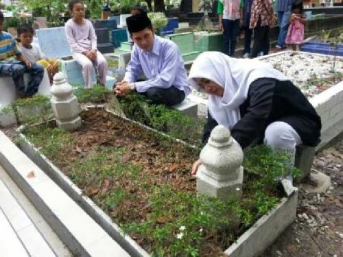 Ziarah ke Makam Pendiri Kota Pekanbaru, Zulfan Hafiz dan Intsiawati Ayus: Pembangunan Tempat Ibadah Jangan Ditunda