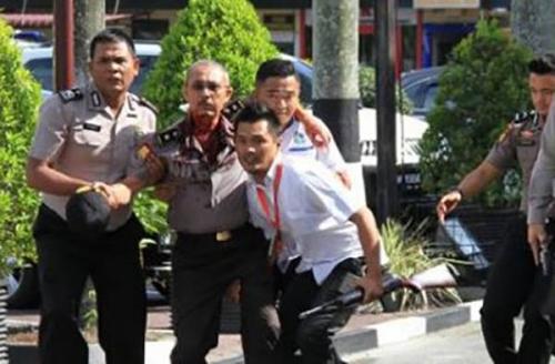 Ipda Auzar Gugur Ditabrak Mobil Terduga Teroris di Mapolda Riau