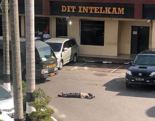 Polisi Sita 3 Samurai dan 1 Handycam dari Terduga Teroris di Mapolda Riau