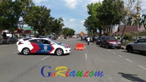 Masih Mencekam, Polisi Tutup Akses ke Mapolda Riau Radius 200 meter