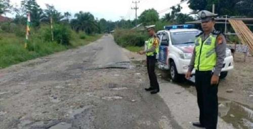 Survei Jalan Rusak Kampar - Rohul, Kasat Lantas Polres Kampar Temukan 34 Titik Rusak Mengancam Nyawa