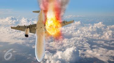 Tabrakan di Udara, 2 Pesawat Berkeping dan Terbakar