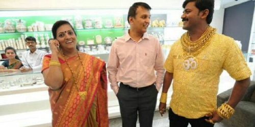 Pemilik Baju Emas Seharga Rp2,5 Miliar Tewas Dilempari Batu