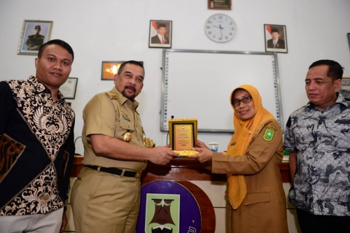 Pengenalan Jurnalistik FWL DPRD Riau di SMAN 1 Pekanbaru, Wagub: Generasi Millenial Harus Cerdas Hadapi Hoax