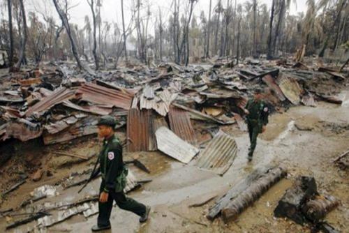 Militer Myanmar Bakar Lebih 60 Desa Muslim Rohingya