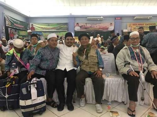 Ketua DPRD Sambut Kedatangan Kloter Pertama Jamaah Haji Pelalawan di Batam