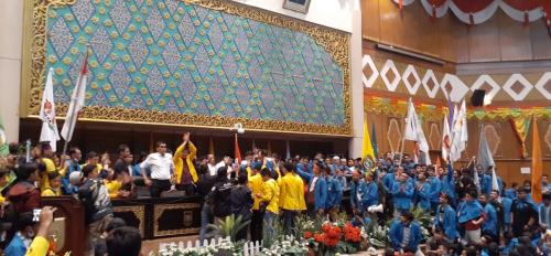 Orasi di Ruang Paripurna DPRD Riau, Mahasiswa Minta Pemerintah Serius Atasi Karhutla