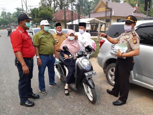 Peduli Kabut Asap, RAPP Bagi-bagi Masker di Benai