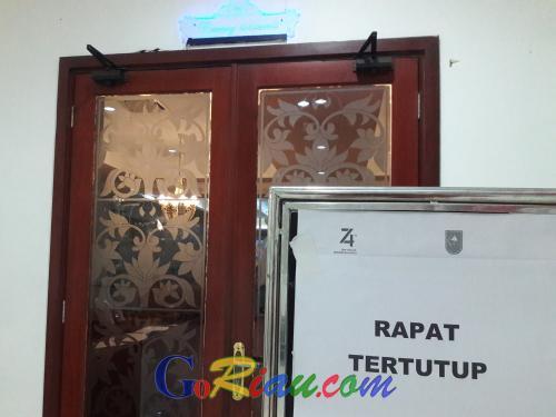 Paspampres Rapat Tertutup Bersama Forkopimda Riau di Kantor Gubernur