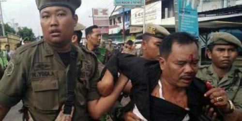 Diamuk Massa Saat Melayat Wakil Bupati, Wakil Ketua DPRD Luka Parah