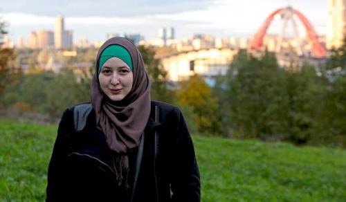 Sering Diskusi Agama dengan Teman Satu Kamar, Menuntun Katya Menjadi Muslimah dan Konsisten Berhijab