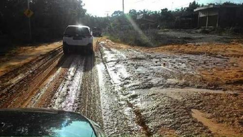 Jalan Kilometer 2 Silam Kampar Dipenuhi Lumpur