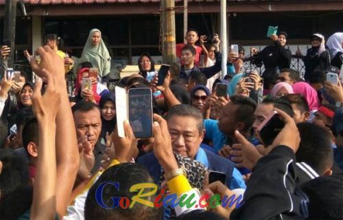 Hadir di CFD, SBY dan AHY Disambut Hangat Warga Pekanbaru