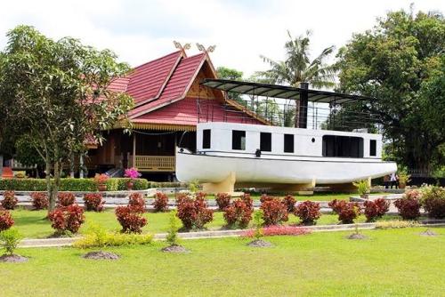 Napak Tilas Kapal Kato Seberat 15 Ton di Samping Istana Siak