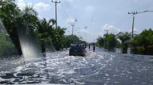 Hati-hati, Jalan Lintas Timur Kemang Digenangi Banjir