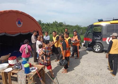 Polres Pelalawan Berikan Bantuan untuk Korban Banjir di Pangkalan Kerinci