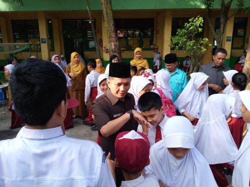 Jadi Pembina Upacara di SDN 114 Pekanbaru, Azwendi Ajak Anak Terapkan Kunci Sukses
