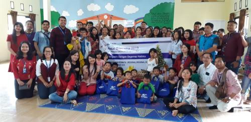 WOM Finance Berbagi Kasih Natal Bersama Anak Panti Asuhan Insan Permata