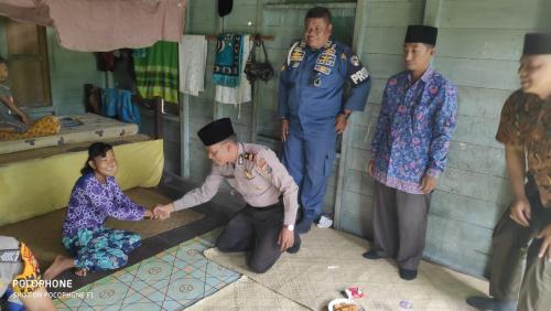 Kediaman Erna Penderita Tumor Ganas Didatangi Tim Jumat Barokah Polsek Merbau