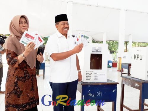 Usai Mencoblos di TPS 3 Rempak, Alfedri Ajak Masyarakat Siak Gunakan Hak Pilihnya di Pemilu 2019