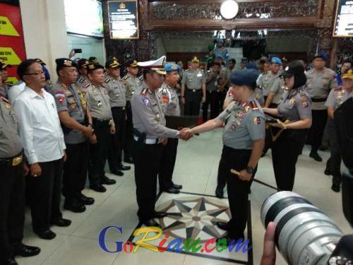 Dapat Pin Emas dan Kenaikan Pangkat Luar biasa, Ini 2 Polisi yang Tembak Mati 4 Terduga Teroris Ketika Menyerang Polda Riau