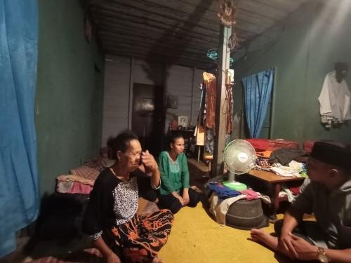 Diasuh Anak Perempuannya, Pasutri di Meranti Ini Sakit dan Tinggal di Rumah Tua