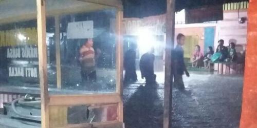 Masjid Terendam Banjir, Warga di Padang Utara Hanya Tarawih 4 Rakaat