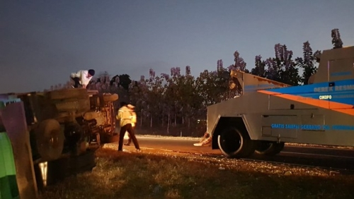 Bus Safari Tabrak Expander, Innova dan Truk di Tol Cipali karena Sopir Diserang Penumpang
