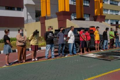 Polda Riau Gerebek Diduga 'Kampung Narkoba' Pekanbaru, 15 Orang Diamankan