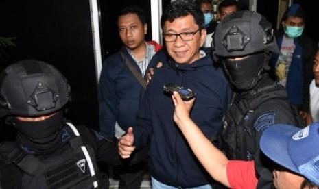 Kena OTT, Wali Kota Batu Diboyong KPK ke Jakarta