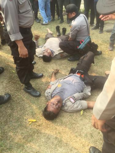 Dua Polisi yang Amankan Demo di Kantor Gubernur Riau Dilarikan ke Rumah Sakit, Rusuk Patah dan Mata Terinjak Sepatu